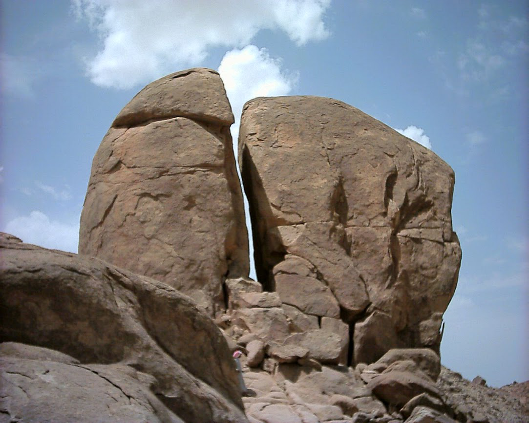 Pictures of the Real Mt Sinai in Arabia taken by Aaron ...